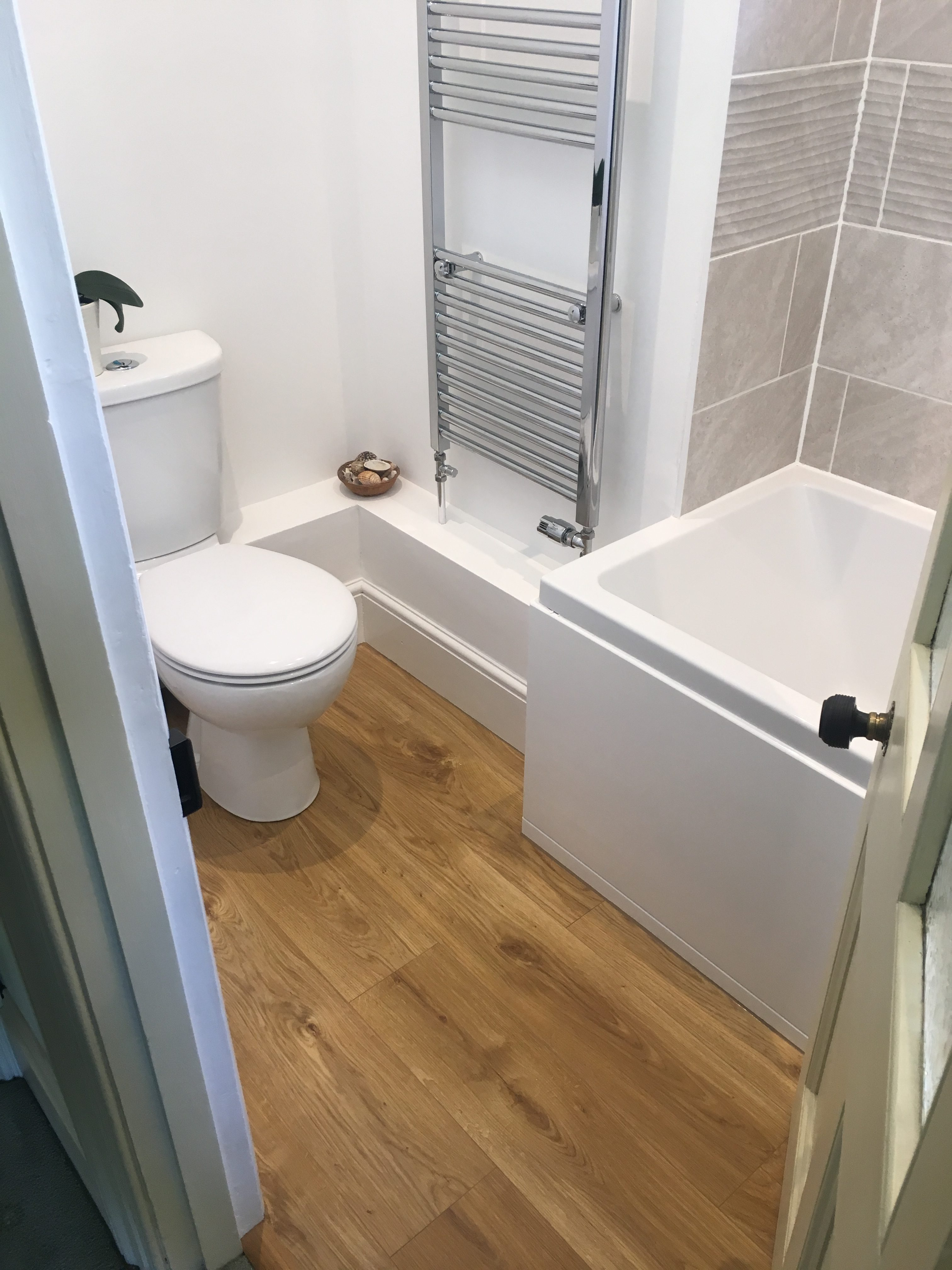 Toilet, bath and towel radiator from the doorway